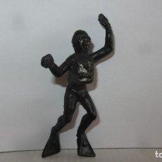 Figuras de Goma y PVC: SUBMARINISTA DE KIOSKO. Lote 151458510