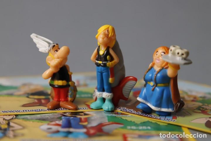 3 FIGURAS Y 3 FOLLETOS DEL PERSONAJE - SERIE ASTÉRIX AND THE VIKINGS - MAGIC KINDER - (Juguetes - Figuras de Gomas y Pvc - Kinder)