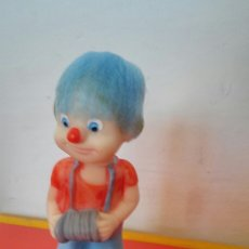 Figuras de Goma y PVC: BOMBONERA CON MUÑECO GOMA ACORDEÓN (16 CM).SAMUEL PÉREZ GUILL 60S.NUEVO.. Lote 151579369