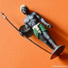 Figuras de Goma y PVC: GUERRERO AFRICANO CON ESCUDO Y LANZA DE PLASTICO - DESCONOZCO MARCA. Lote 151715070