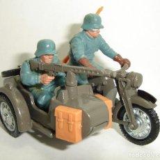 Figuras de Goma y PVC: ANTIGUA MOTO MILITAR ALEMANA BMW CON SIDECAR BRITAINS LTD ESCALA 1:32. Lote 151984350