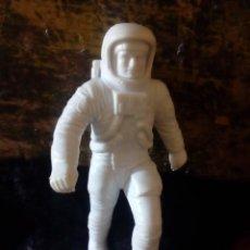Figuras de Goma y PVC: RARA GRAN FIGURA DE ASTRONAUTA DE LOUIS MARX 1970 - 14 CM MADE IN USA. Lote 152003146