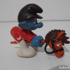 Figuras de Goma y PVC: FIGURA SERIE PITUFOS, PITUFO CON CABALLITO DE JUGUETE. Lote 152148494