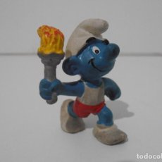Figuras de Goma y PVC: FIGURA SERIE PITUFOS, PITUFO CON ANTORCHA OLIMPICA. Lote 152148646