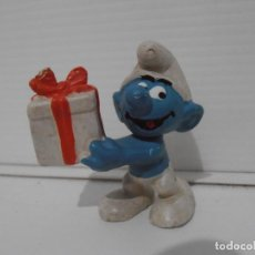 Figuras de Goma y PVC: FIGURA SERIE PITUFOS, PITUFO CON CAJA DE SORPRESA, REGALO. Lote 152149890