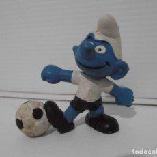 Figuras de Goma y PVC: FIGURA SERIE PITUFOS, PITUFO FUTBOLISTA CON BALON. Lote 152150106