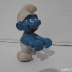 Figuras de Goma y PVC: FIGURA SERIE PITUFOS, PITUFO APOYANDOSE. Lote 152150458