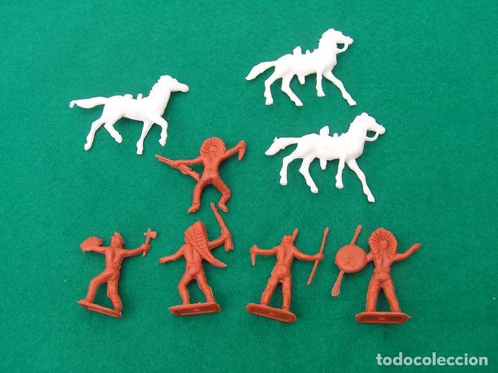 Figuras de Goma y PVC: Lote de 8 figuras de plástico Mini Oeste de Comansi 4 indios a pie, 1 a caballo y 3 caballos. - Foto 4 - 152372926
