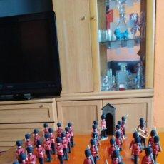 Figuras de Goma y PVC: OFERTA LOTE. 36 SOLDADOS DE LA GUARDIA REAL INGLESA. 14 CON MOVIMIENTOS. MÚSICOS. VER FOTOS. GENIAL. Lote 152432354