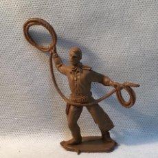 Figuras de Goma y PVC: COW BOY CON LAZO, AÑOS 70. Lote 152452410