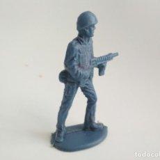 Figuras de Goma y PVC: FIGURA RARO SOLDADO PLÁSTICO 60MM. Lote 152749070