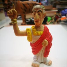 Figuras de Goma y PVC: GOSCINNY UDERZO JULIO CESAR PERSONAJE DE ATERIX Y OBELIX FIGURA DE BELGICA AÑO 1994. Lote 153846010