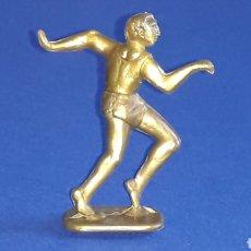 Figuras de Goma y PVC: FIGURA ATLETISMO, SERIE OLIMPIADAS DEPORTES, PLÁSTICO, DUNKIN PREMIUM CONGUITOS, ORIGINAL AÑOS 60-70. Lote 154196682