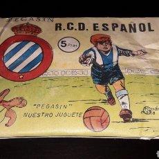 Figuras de Goma y PVC: SOBRE PEGASIN R.C.D. ESPAÑOL ESPANYOL, FÚTBOL, TIPO MONTAPLEX, NUNCA ABIERTO, AÑOS 60.. Lote 154653430