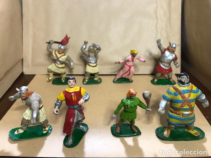Figuras de Goma y PVC: Conjunto de 8 figuras del Capitán Trueno - Marca JIN - Años 50-60 - Foto 2 - 154703650
