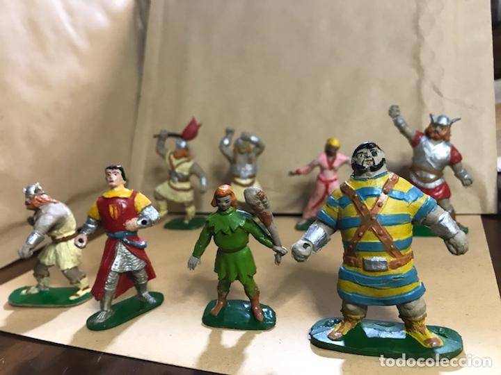 Figuras de Goma y PVC: Conjunto de 8 figuras del Capitán Trueno - Marca JIN - Años 50-60 - Foto 4 - 154703650
