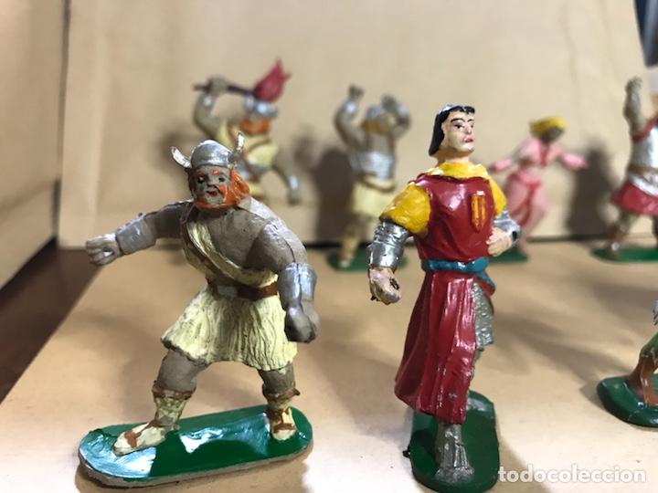 Figuras de Goma y PVC: Conjunto de 8 figuras del Capitán Trueno - Marca JIN - Años 50-60 - Foto 5 - 154703650