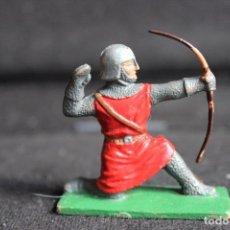 Figuras de Goma y PVC: ARQUERO MEDIEVAL. Lote 154961886