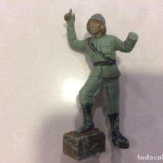 Figuras de Goma y PVC: PECH - SOLDADO ALEMAN DOTACION DEL CAÑON ANTIAEREO - PLASTICO. Lote 155166062