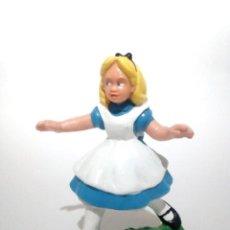 Figuras de Goma y PVC: ANTIGUA FIGURA EN GOMA PVC ALICIA EN EL PAIS DE LAS MARAVILLAS DISNEY BULLY BULLYLAND 1984. Lote 155321954