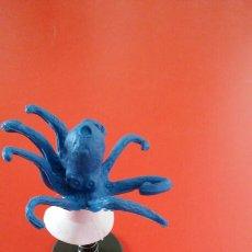 Figuras de Goma y PVC: PULGA SALTARINA PULPO AZUL.HONG KONG 70S NUEVA.. Lote 155350846