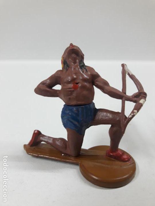 GUERRERO INDIO HERIDO CON ARCO . REALIZADO POR GAMA . AÑOS 50 (Juguetes - Figuras de Goma y Pvc - Gama)
