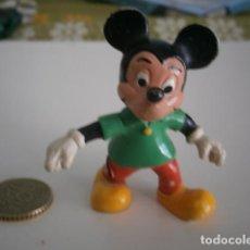 Figuras de Goma y PVC: FIGURA DE MICKEY MOUSE EN PVC CAMISETA VERDE-3 BULLY. Lote 155441518