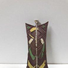 Figuras de Goma y PVC: ESCUDO PARA GUERRERO AFRICANO . ORIGINAL REALIZADO POR ARCLA . AÑOS 50. Lote 155457594