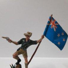 Figuras de Goma y PVC: SOLDADO ABANDERADO AUSTRALIANO . REALIZADO POR PECH . AÑOS 60. Lote 155463094