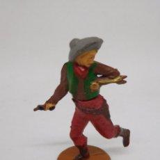 Figuras de Goma y PVC: FIGURA VAQUERO CON PISTOLA. GOMA. AÑOS 50. FABRICADO POR GAMA. REF 4.. Lote 155535990