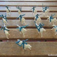 Figuras de Goma y PVC: LOTE DE 13 SOLDADOS A CABALLO DEL MINI OESTE DE COMANSI . Lote 155660238