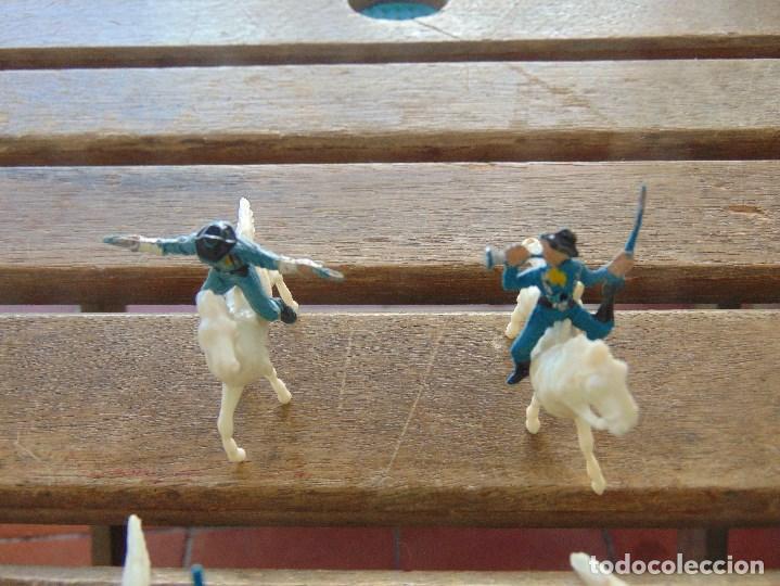 Figuras de Goma y PVC: LOTE DE 13 SOLDADOS A CABALLO DEL MINI OESTE DE COMANSI - Foto 2 - 155660238