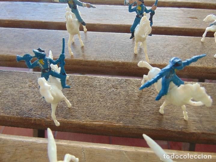 Figuras de Goma y PVC: LOTE DE 13 SOLDADOS A CABALLO DEL MINI OESTE DE COMANSI - Foto 4 - 155660238