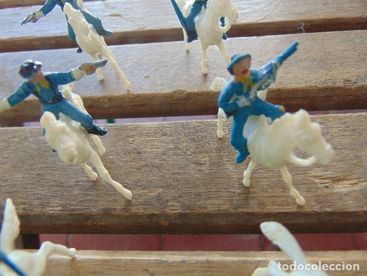 Figuras de Goma y PVC: LOTE DE 13 SOLDADOS A CABALLO DEL MINI OESTE DE COMANSI - Foto 5 - 155660238