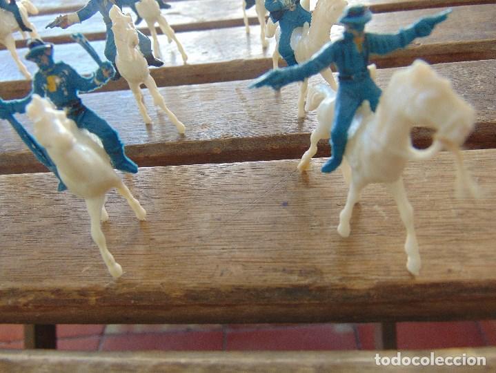 Figuras de Goma y PVC: LOTE DE 13 SOLDADOS A CABALLO DEL MINI OESTE DE COMANSI - Foto 7 - 155660238