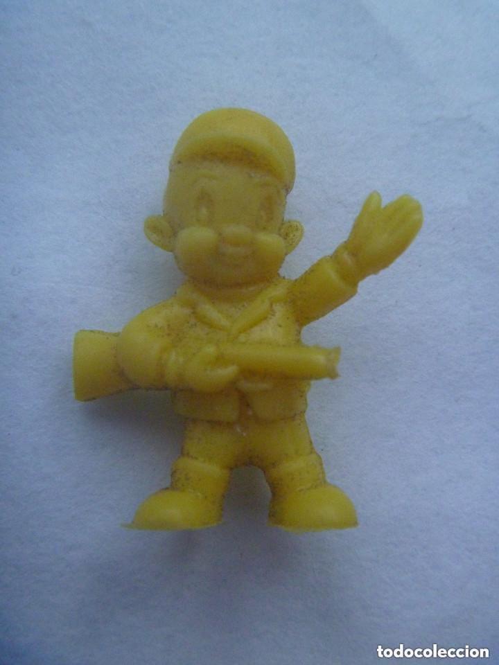 FIGURA DE DUNKIN DE WARNER BROS : CAZADOR. (Juguetes - Figuras de Goma y Pvc - Dunkin)
