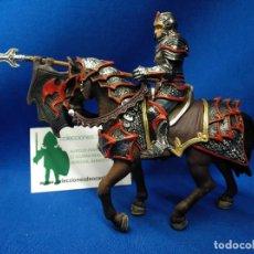 Figuras de Goma y PVC: SCHLEICH CABALLERO DEL DRAGÓN A CABALLO CON LANZA REF 70102. Lote 156573878
