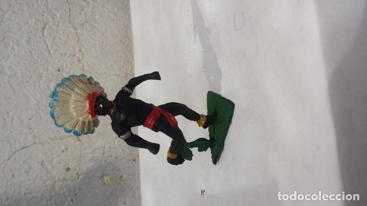 AFRICANO DE PLASTICO CON PENACHO DE GOMA (Juguetes - Figuras de Goma y Pvc - Jecsan)