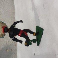 Figuras de Goma y PVC: AFRICANO DE PLASTICO CON PENACHO DE GOMA. Lote 157830534
