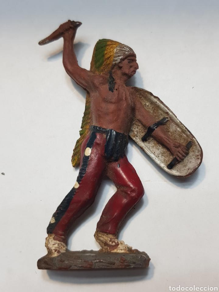 Figuras de Goma y PVC: Figura Jefe Indio con Escudo goma Pech Primera serie 1955 - Foto 2 - 157843238