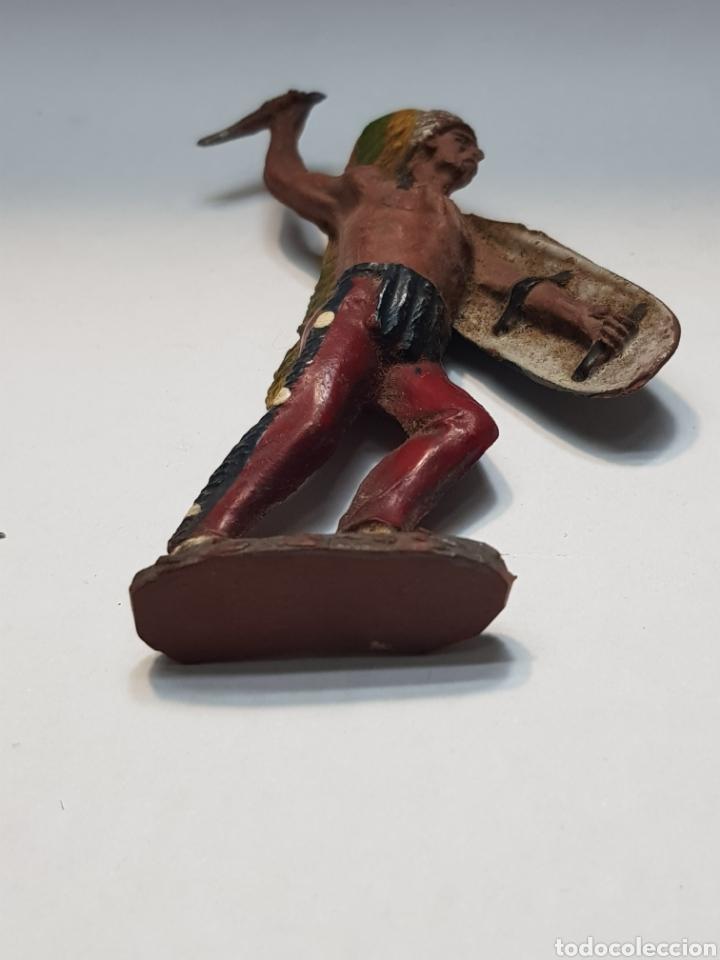 Figuras de Goma y PVC: Figura Jefe Indio con Escudo goma Pech Primera serie 1955 - Foto 4 - 157843238