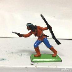 Figuras de Goma y PVC: FIGURA INDIO BRITAINS APACHE COMANCHE MADE IN ENGLAND. Lote 159594526