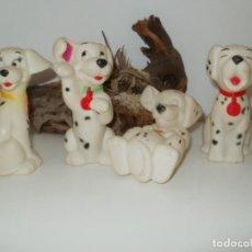 Figuras de Goma y PVC: CUATRO ANTIGUOS PERRITOS 101 DALMATAS DE GOMA CON SILBATO. Lote 159639034