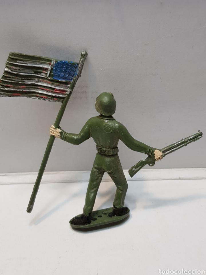 Figuras de Goma y PVC: Figura Comansi Soldado con Bandera Americana - Foto 2 - 159665509