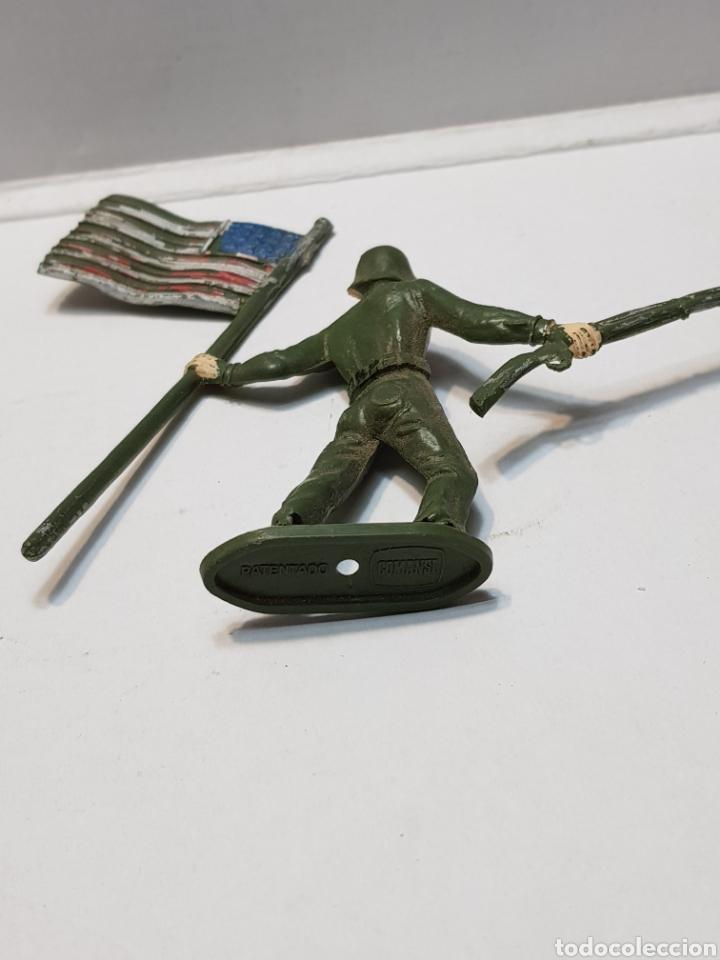Figuras de Goma y PVC: Figura Comansi Soldado con Bandera Americana - Foto 4 - 159665509