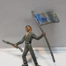Figuras de Goma y PVC: FIGURA SOLDADO AMERICANO CON BANDERA. Lote 159666026