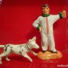 Figuras de Goma y PVC: DOMADOR , ENCANTADOR DE PERROS DE CIRCO Y PERRITO JECSAN . Lote 160143714