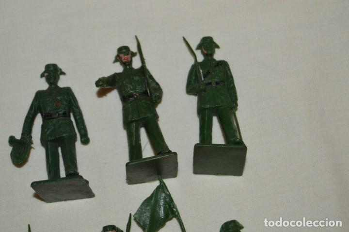 Figuras de Goma y PVC: ANTIGUO - VINTAGE - LOTE DE 9 FIGURAS DE GUARDIAS CIVILES DESFILANDO - REAMSA GOMARSA - ¡Mira! - Foto 3 - 160178166