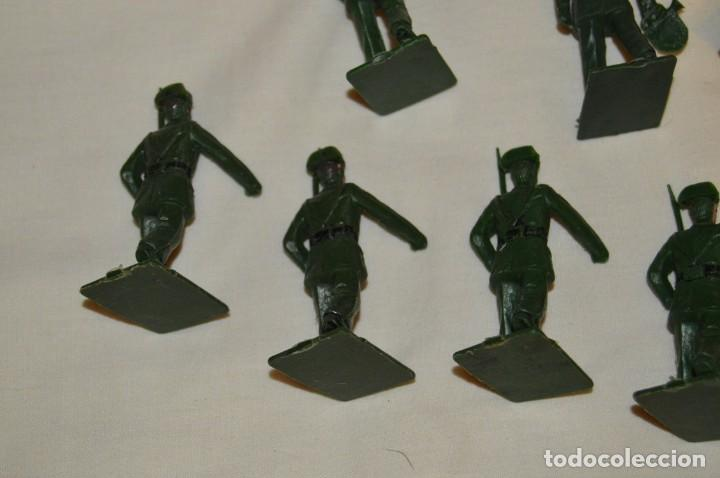 Figuras de Goma y PVC: ANTIGUO - VINTAGE - LOTE DE 9 FIGURAS DE GUARDIAS CIVILES DESFILANDO - REAMSA GOMARSA - ¡Mira! - Foto 8 - 160178166