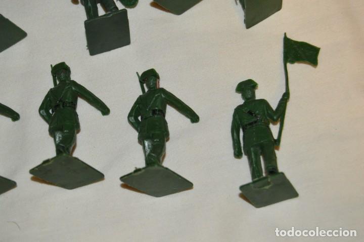 Figuras de Goma y PVC: ANTIGUO - VINTAGE - LOTE DE 9 FIGURAS DE GUARDIAS CIVILES DESFILANDO - REAMSA GOMARSA - ¡Mira! - Foto 9 - 160178166
